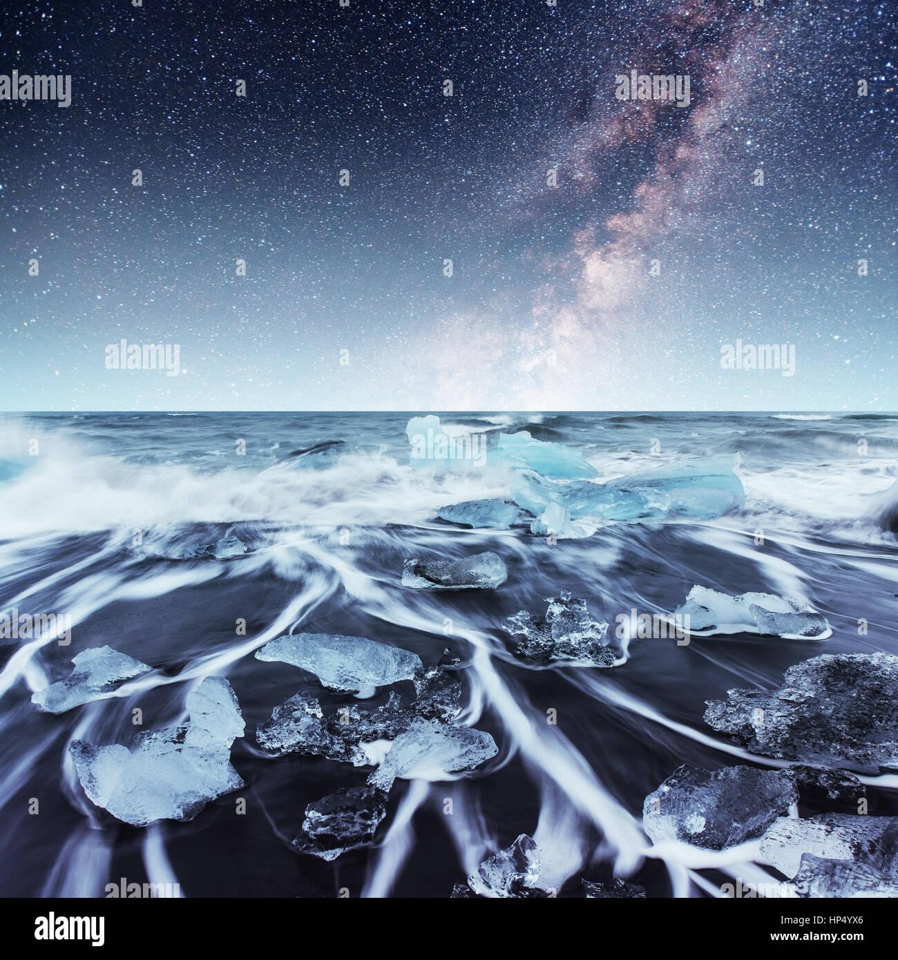 Eisberge im Gletschersee Jökulsárlón schweben. Süd-Island Stockbild