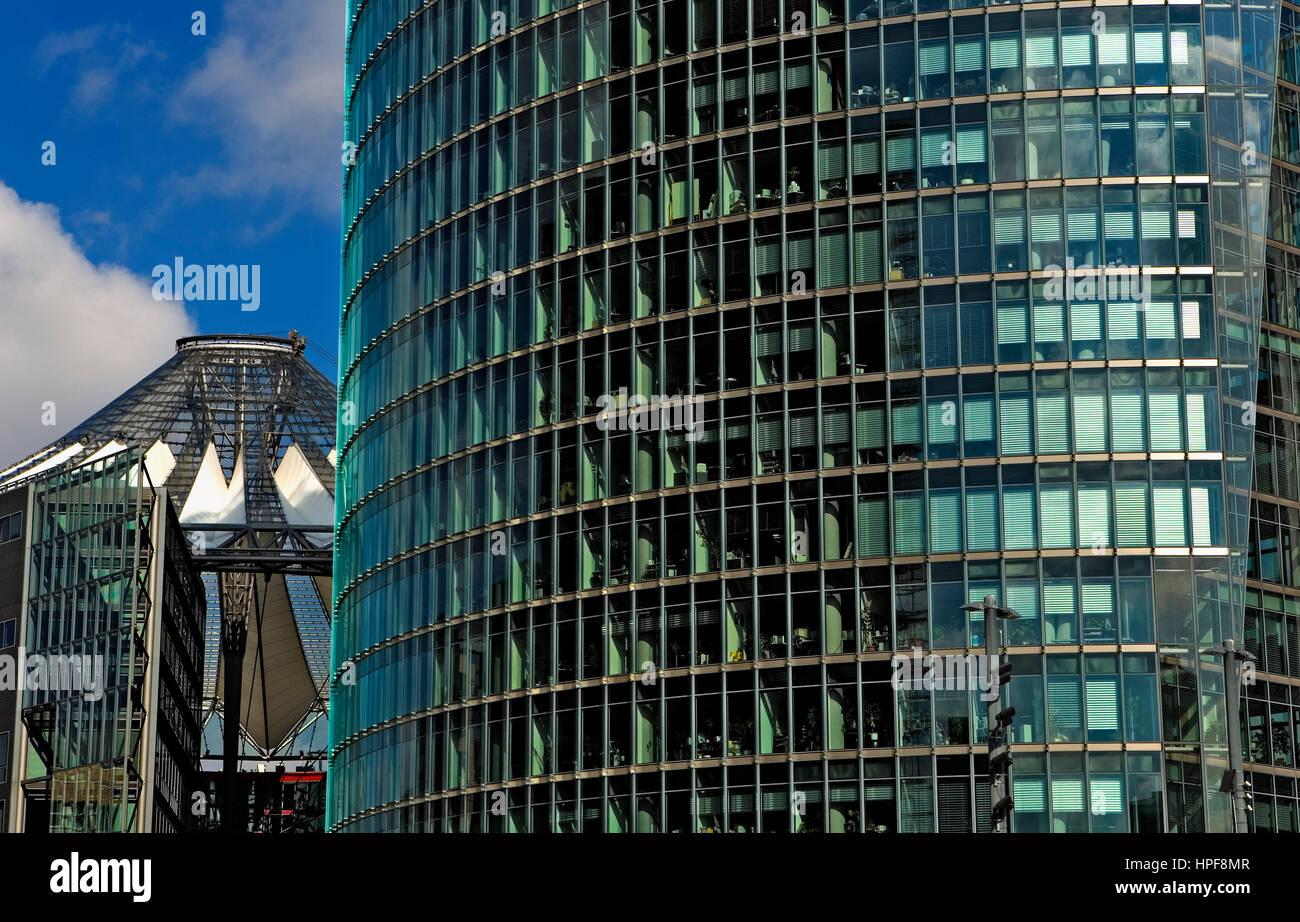 Potsdamer Platz. In den linken Sony-Center und die richtige Deutsche Bahn bauen. Berlin. Deutschland Stockbild