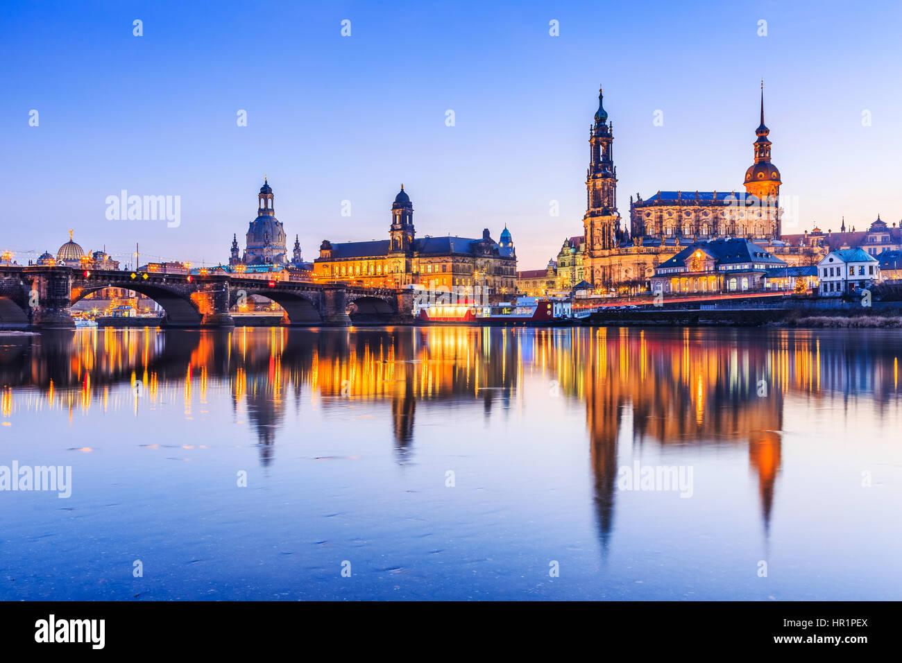 Dresden, Deutschland.  Kathedrale der Heiligen Dreifaltigkeit oder der Hofkirche, der Brühlschen Terrasse Stockbild
