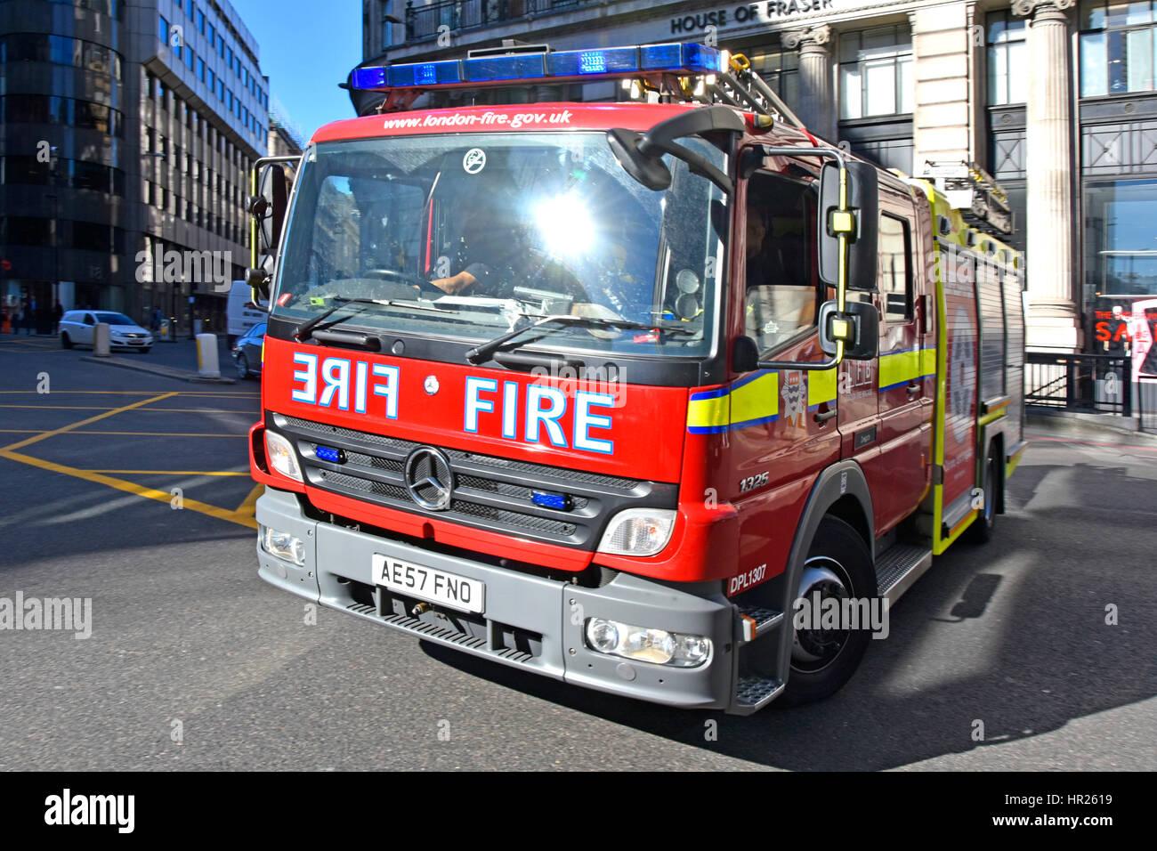 Feuerwehrauto Notdienste Antwort uk Sonne flare auf der Windschutzscheibe des London Fire Brigade Mercedes Benz Stockbild