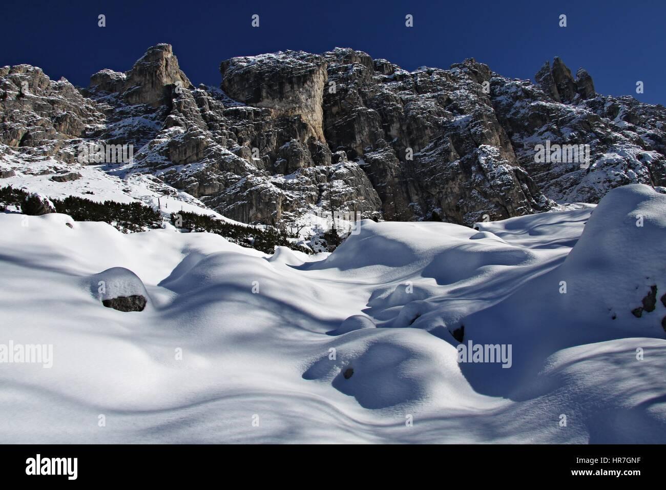 Dolomiten im Winter, Blick vom Wandern Trail Ciadin Della Neve, Italien-ID Fotografie Z Fotobanky: 585999356 Stockbild