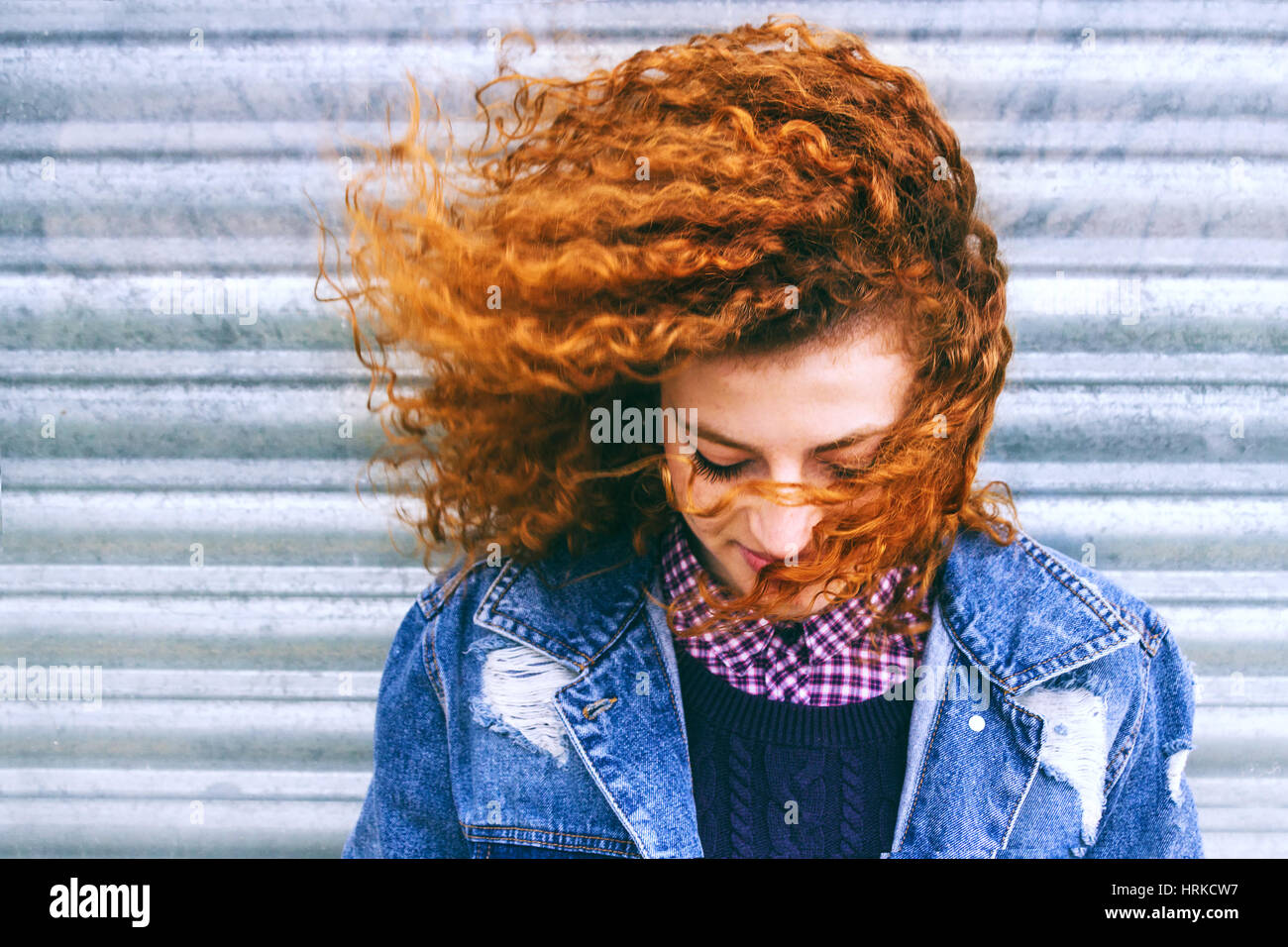 Porträt von schöne rothaarige teenager Stockbild