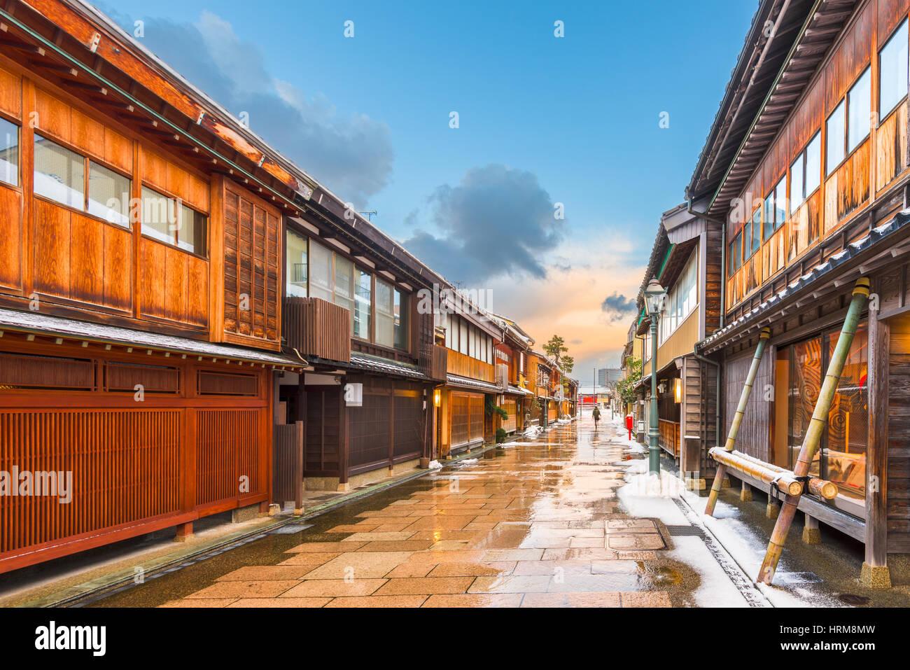 Kanazawa, Japan bei Nishi Chaya Altstadt im Winter. Stockbild