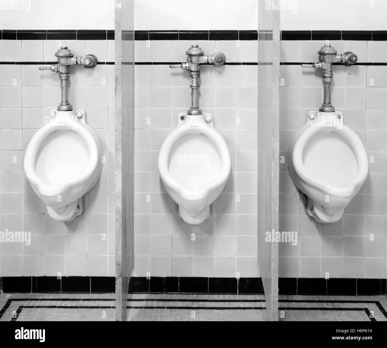Mens Room Urinale, 1997 Stockbild