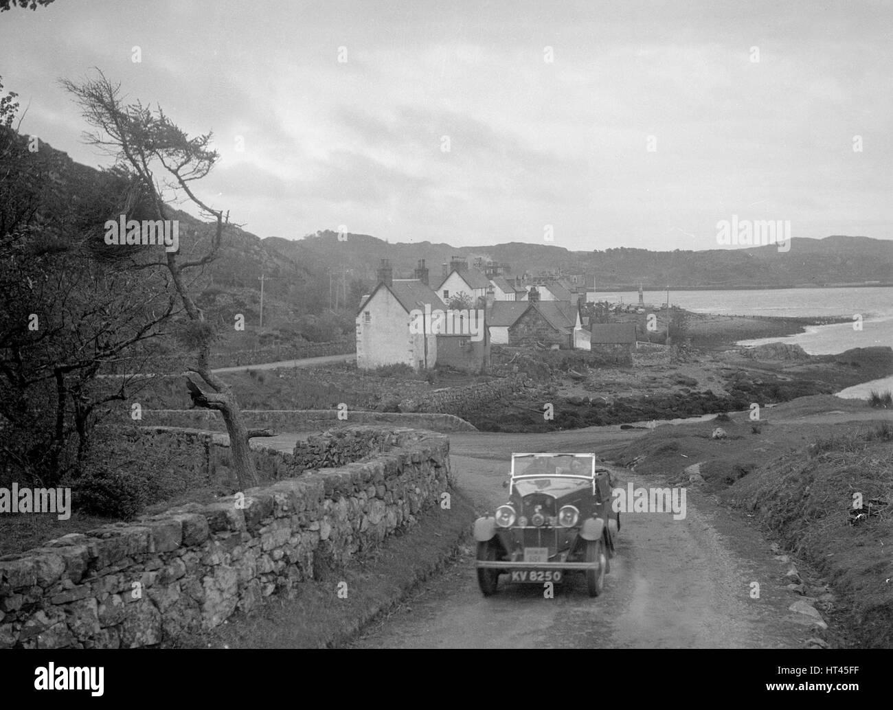 Triumph offener Tourenwagen von Joan Richmond im Wettbewerb in der RSAC Scottish Rally, 1934. Künstler: Bill Stockbild