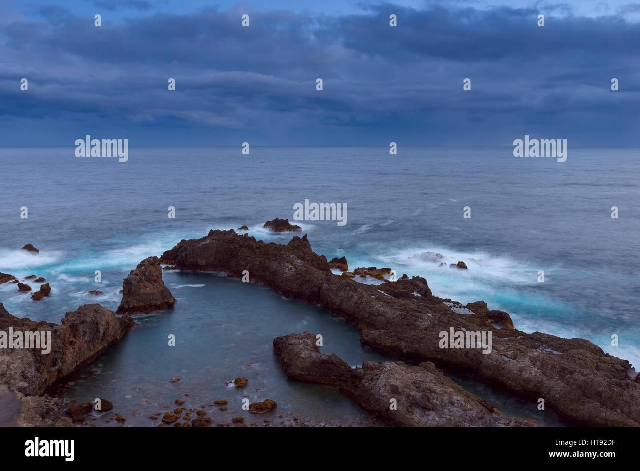 Lava Rock Küste im Morgengrauen am Charco del Viento, La Guancha, Teneriffa, Kanarische Inseln, Spanien Stockbild