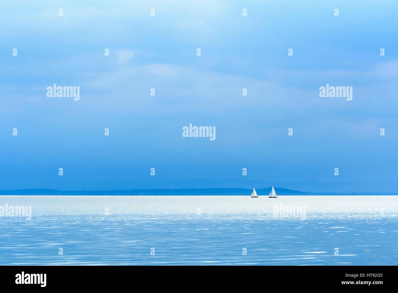 See mit Segelbooten, Weiden, Neusiedler See, Burgenland, Österreich Stockbild