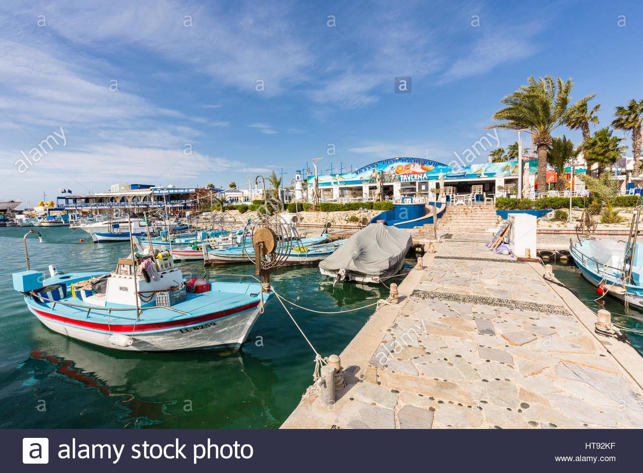 Angelboote/Fischerboote im Hafen von Marina im Kurort in Ayia Napa in Zypern Stockbild