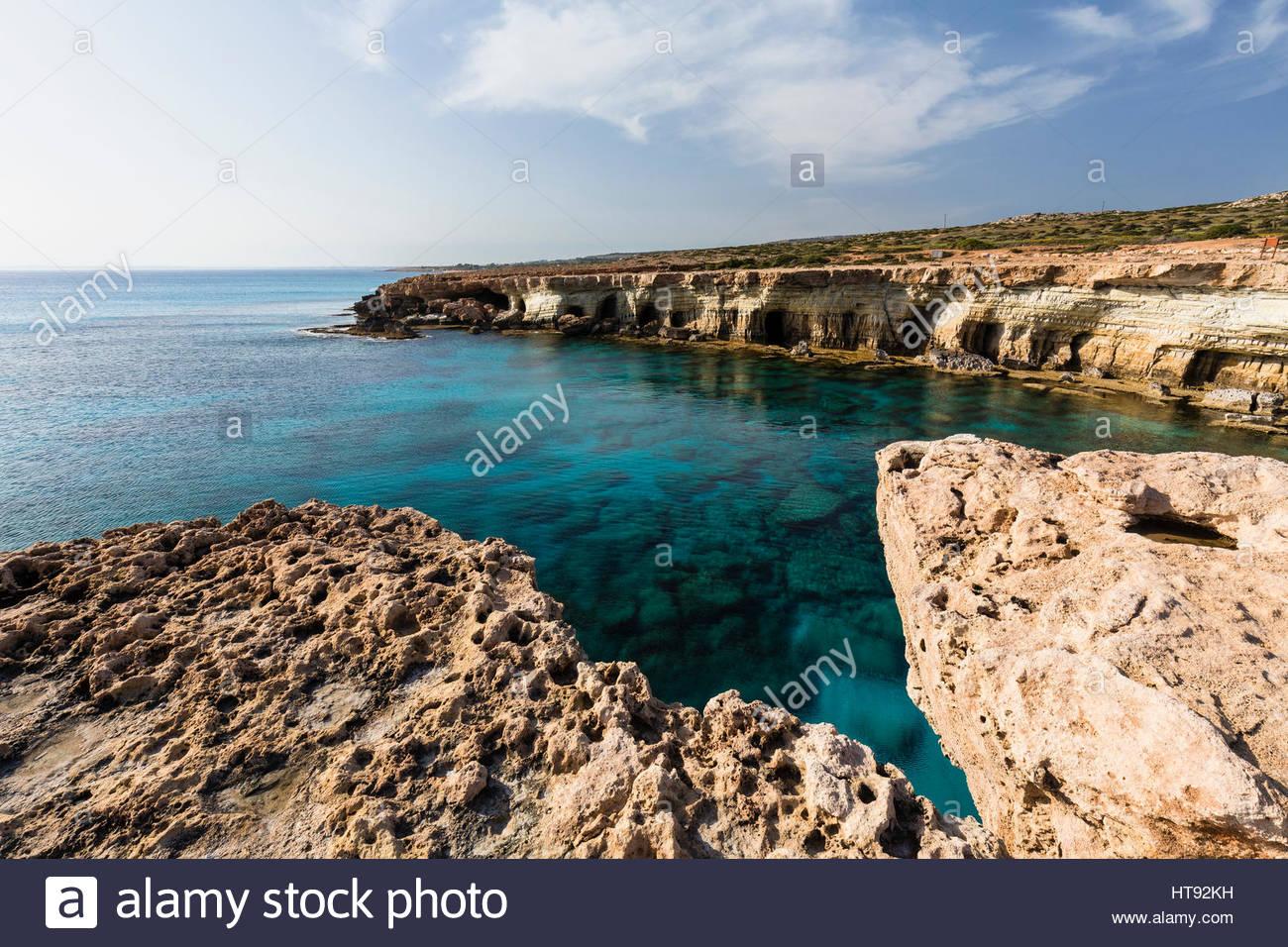 Küste mit Höhlen, Kap Greco, nationalen Waldpark, Agia Napa, Zypern Stockbild