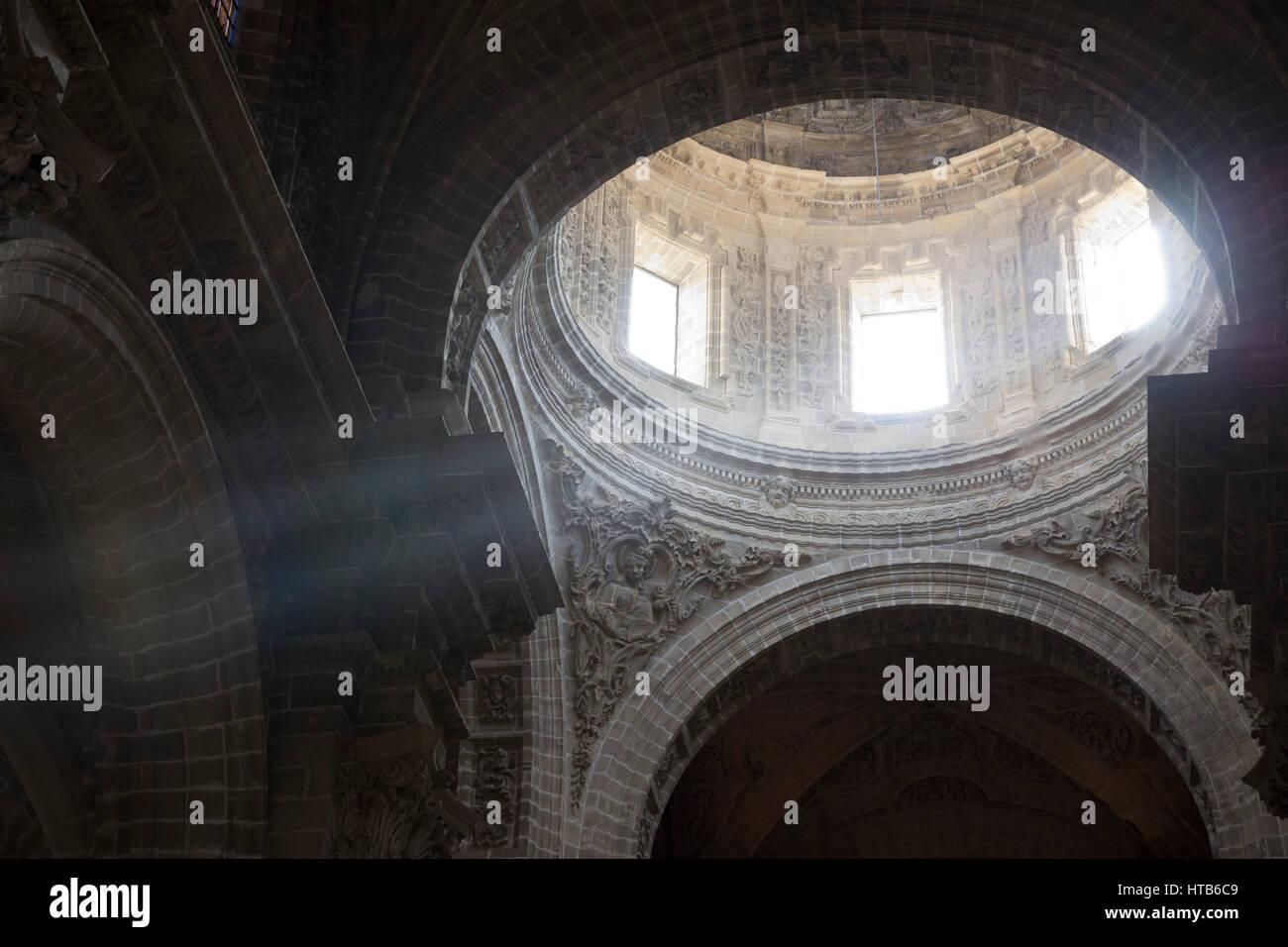 Licht strömt durch die Kuppel der Kathedrale von San Salvador, Jerez De La Frontera, Cadiz Provinz, Andalusien, Stockbild