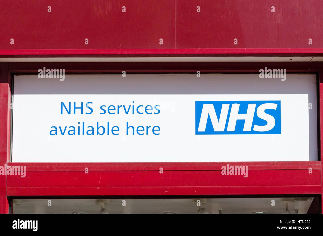 Melden Sie sich bei Apotheke Werbedienstleistungen NHS zur Verfügung Stockbild