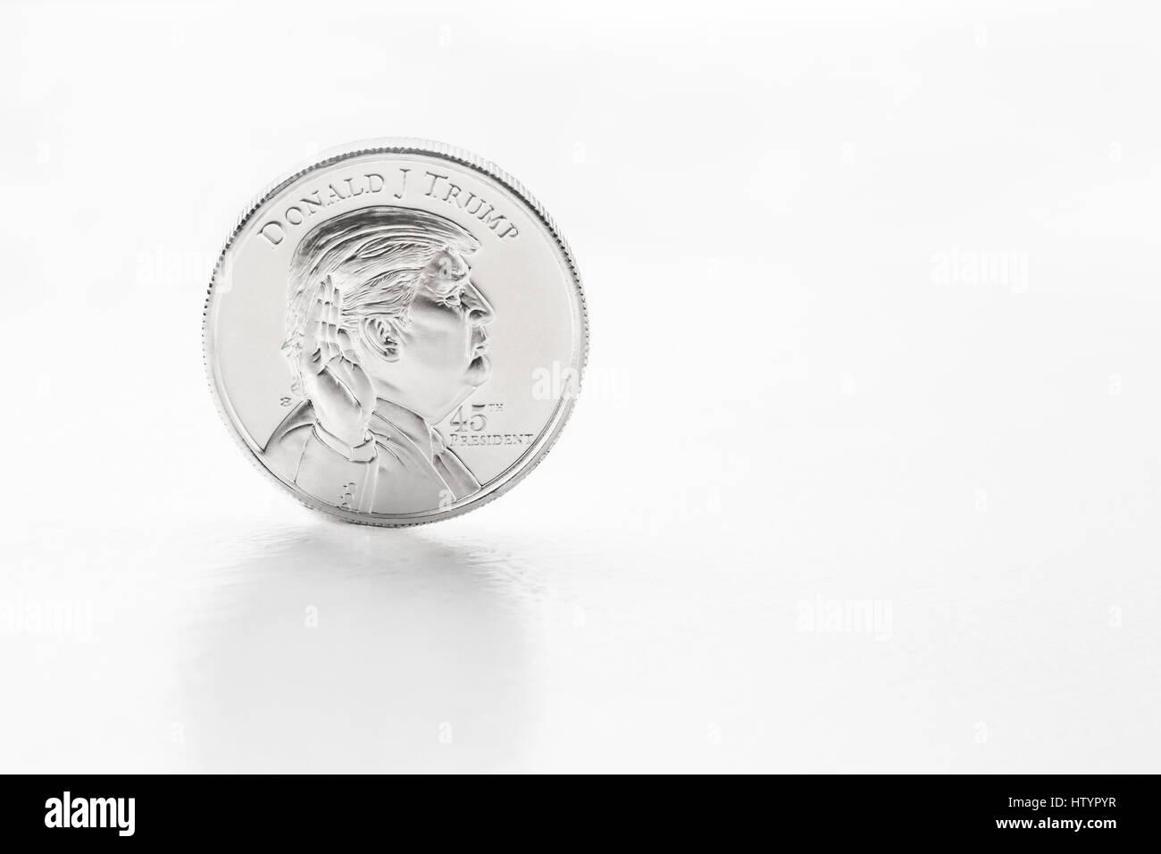 Hohen Schlüsselfoto mit viel Copy-editing Raum von Donald Trump auf Silbermünze. Stockbild