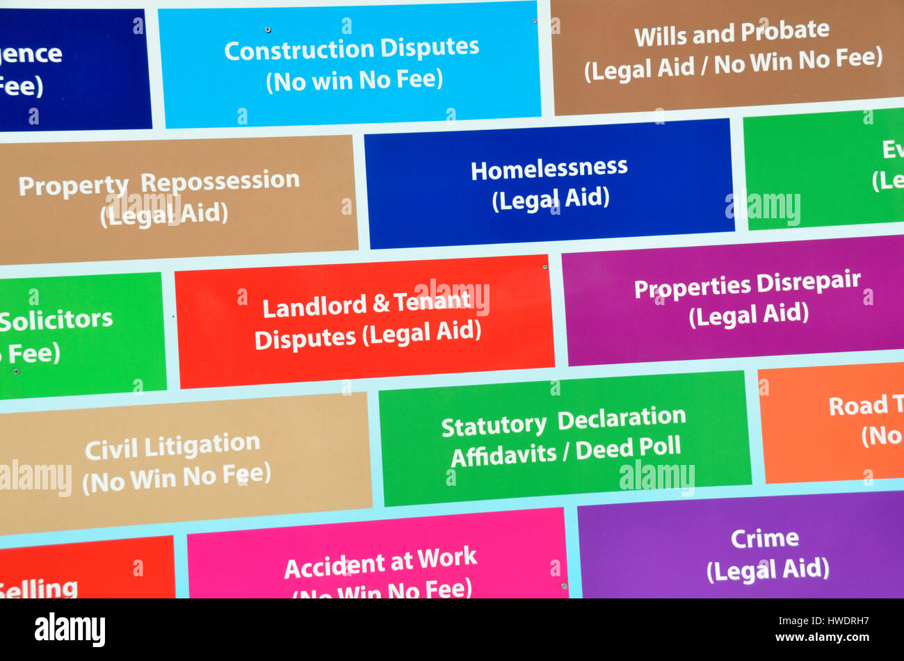 Ein Brett, verschiedene andere Werbeleistungen durch einen Anwalt zur Verfügung gestellt. Stockbild