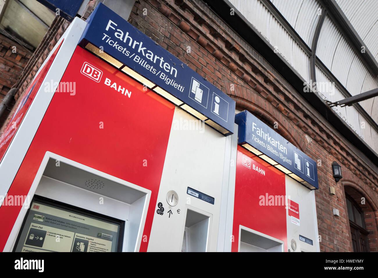 DB-Fahrkartenautomaten. Deutsche Bahn AG ist die größte Eisenbahn-Betreiber und Eigentümer der Infrastruktur Stockbild