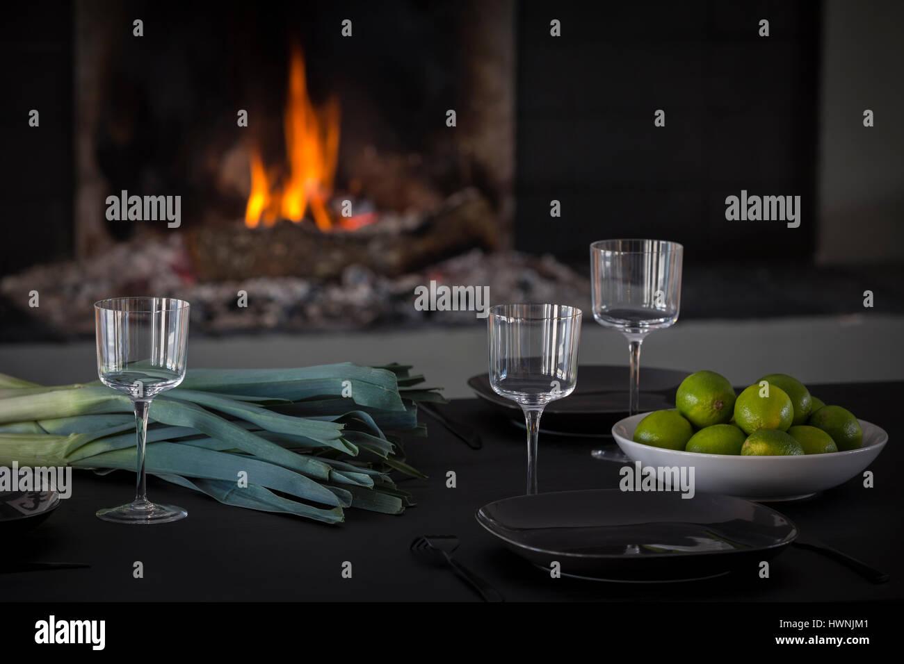Eine zeitgenössische Tisch - aus einer verkohlten Holz nach dem Shou ...
