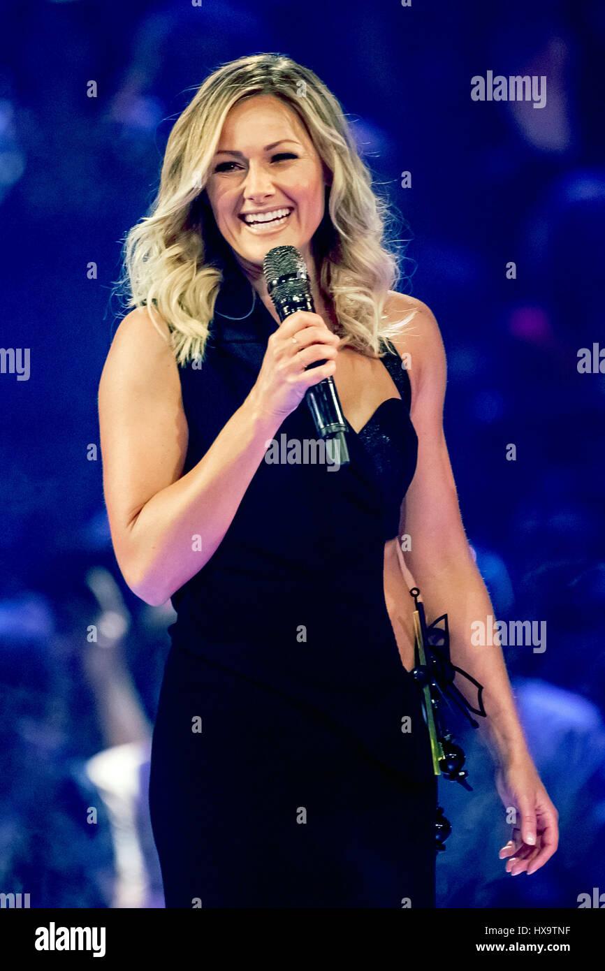 Oldenburg Deutschland 25 März 2017 Sängerin Helene Fischer