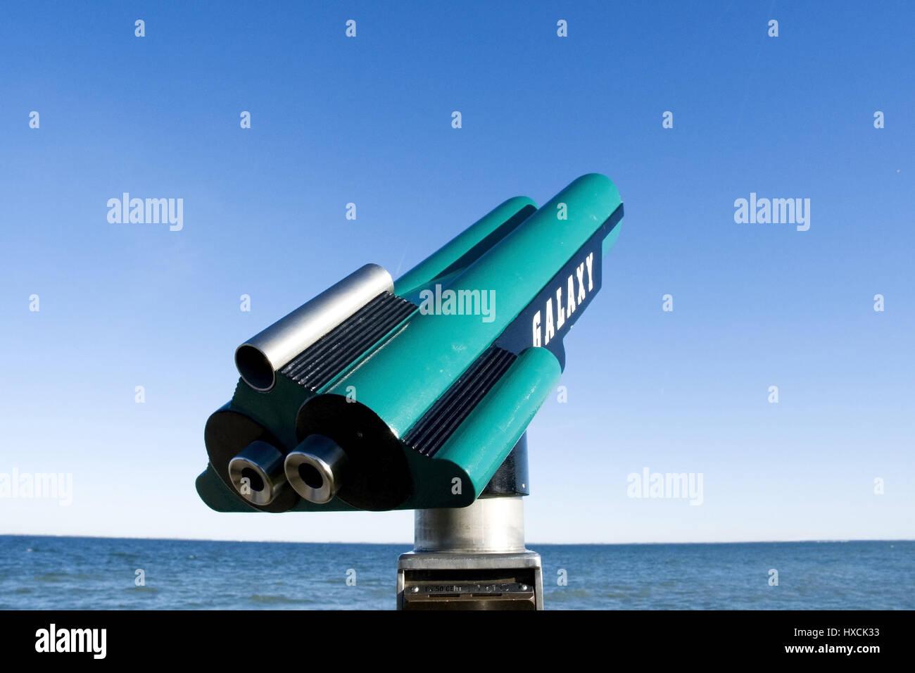 Am strand fernrohr teleskop bin strang stockfoto bild