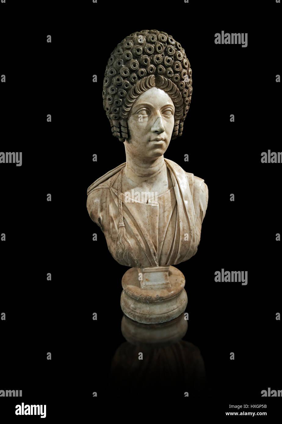 Römerinnen Skulptur mit typischen Trajan Periode Hair Style, spät Trajan Periode 98-117 n. Chr., Inv 6074, Stockbild