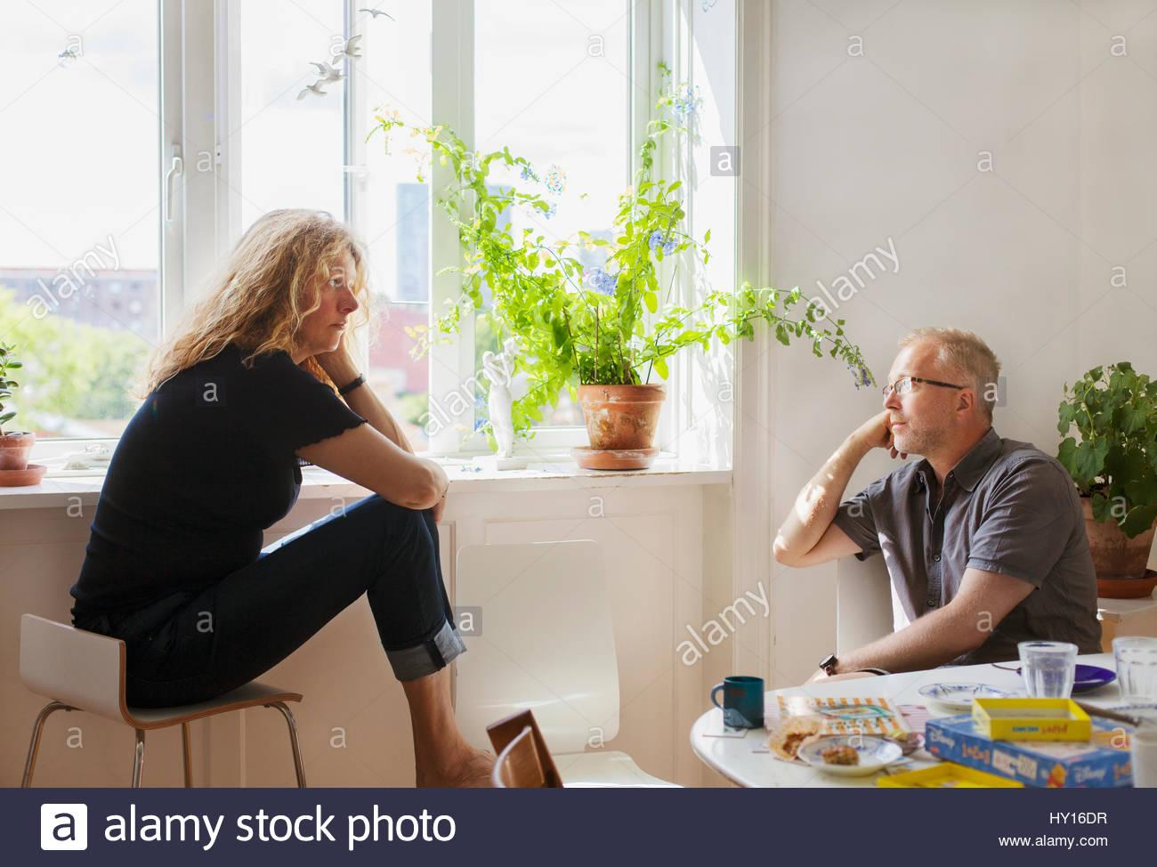 Dänemark, Mann und Frau im Gespräch Stockbild