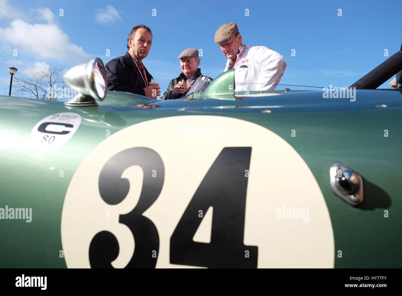 Bromyard Speed Festival, Herefordshire, UK - April 2017 - Vintage-Pkw-Besitzer und Fans versammeln sich am Bromyard, Stockbild