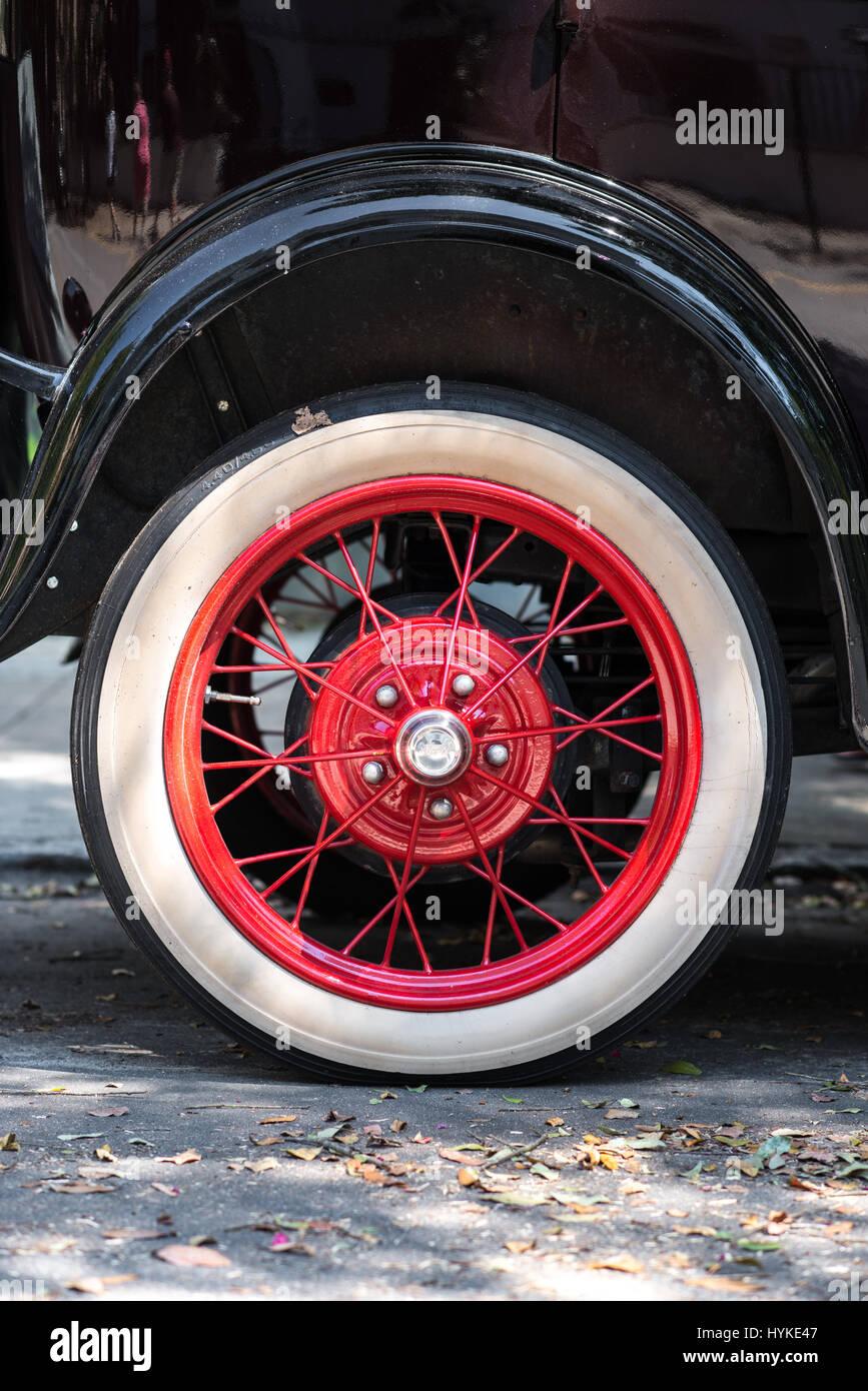 Nahaufnahme von Schwarz 1928 Ford Model eine rote Rad entlang der Straßen von Charleston, South Carolina an Stockbild