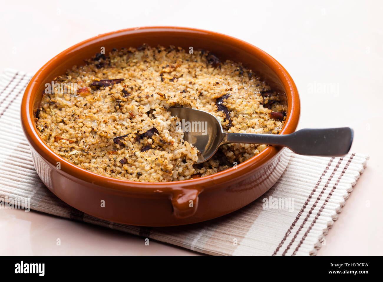 Topf-Gerste mit Pilzen (so genannte Kuba - tschechisches Essen) Stockbild