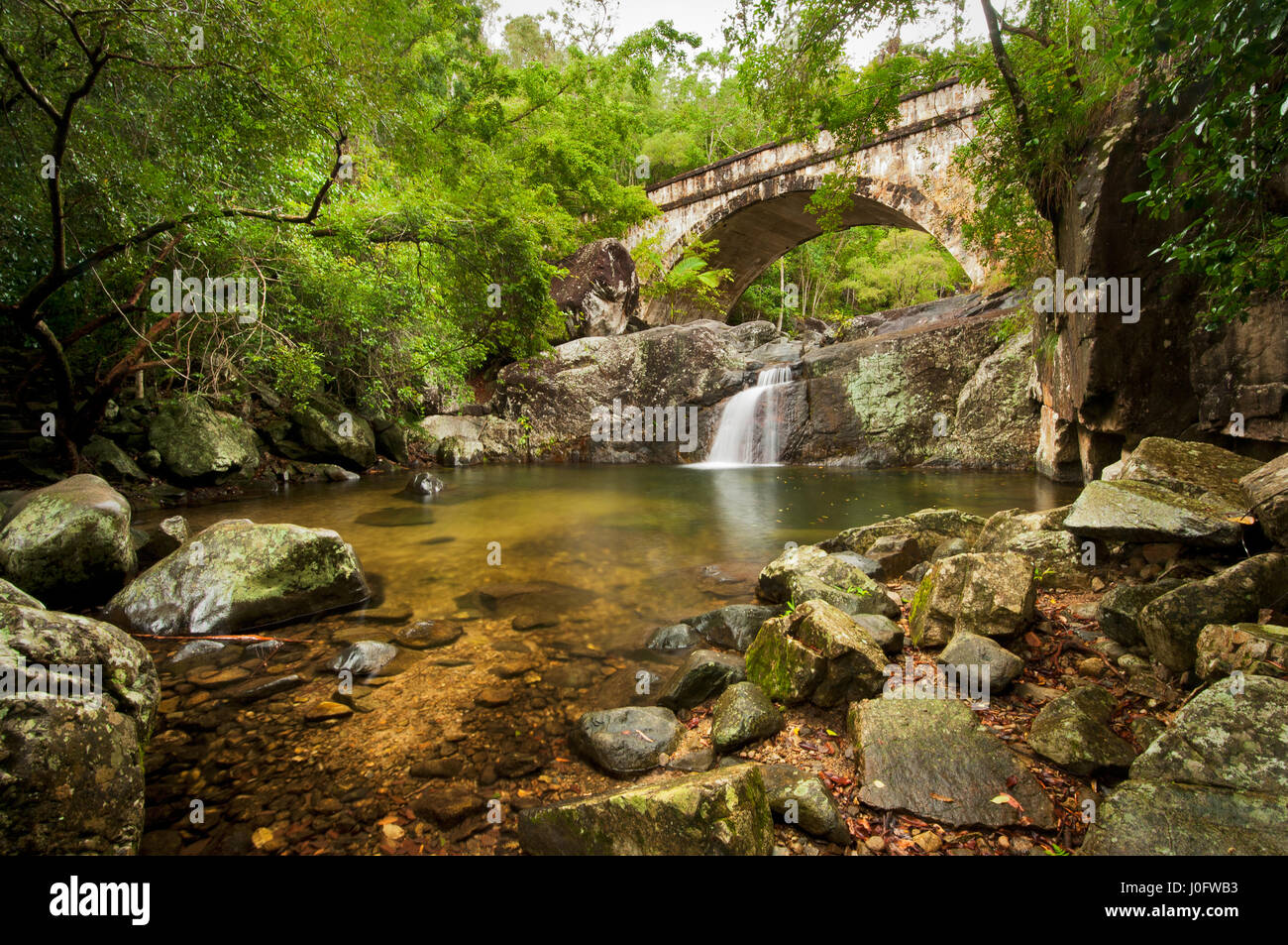 Kleine Kristall-Creek-Brücke im Bereich Paluma. Stockbild