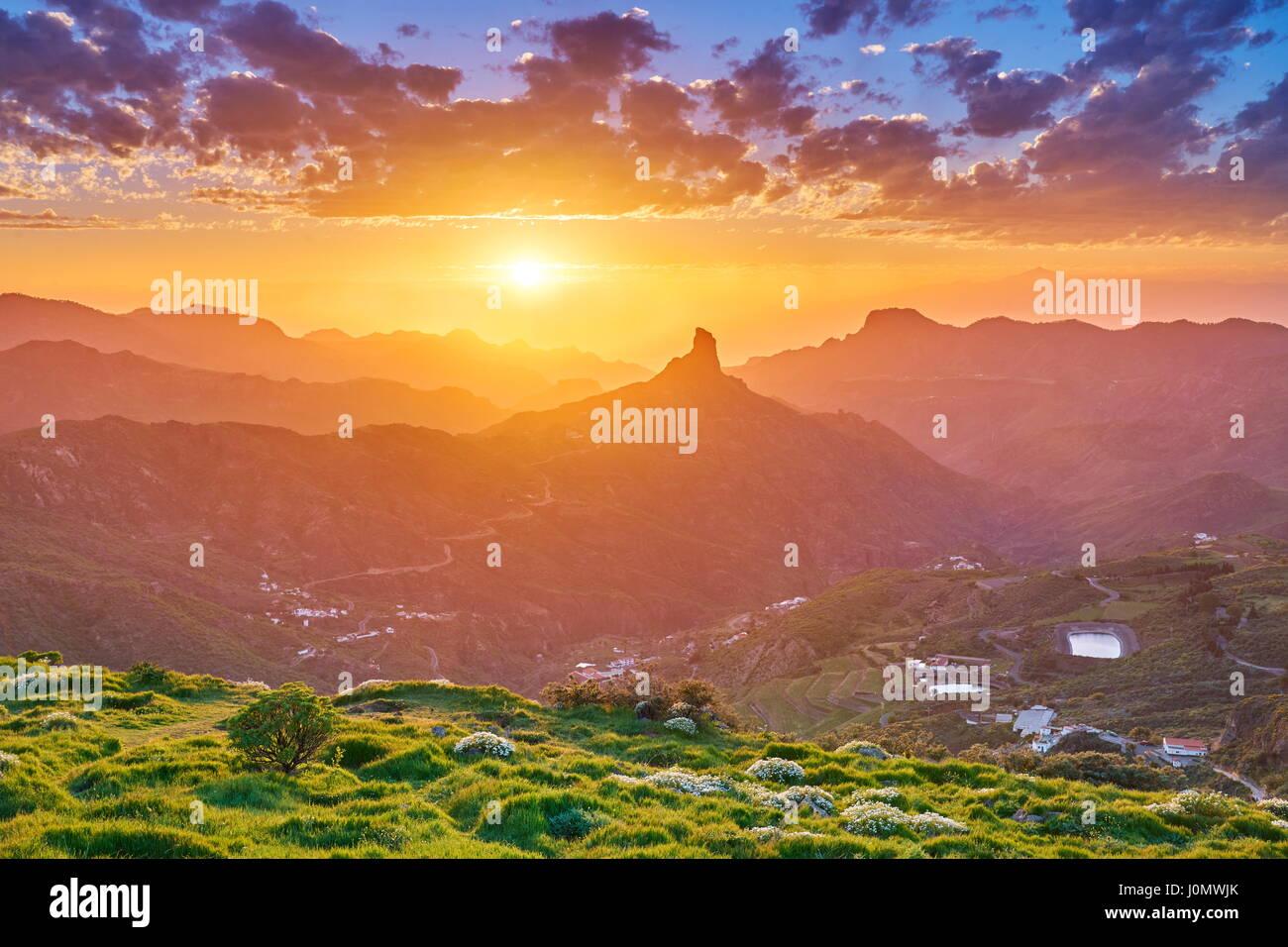 Sonnenuntergang Berglandschaft am Roque Bentayga, Gran Canaria, Kanarische Inseln, Spanien Stockbild