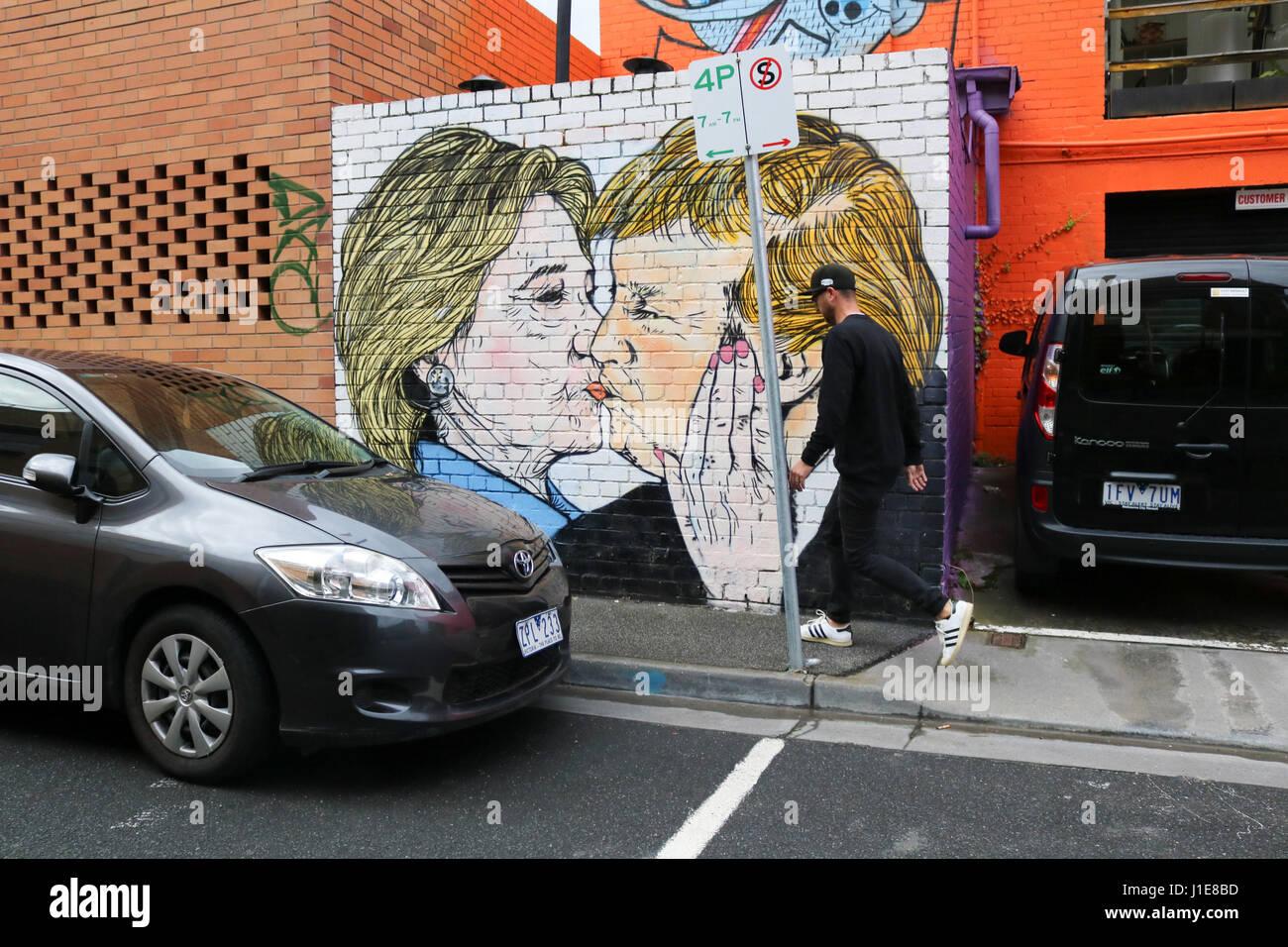 Melbourne Australien. 21. April 2017. Ein Wandbild in Melbourne zeigt Donald Trump küssen seines Präsidenten Stockbild