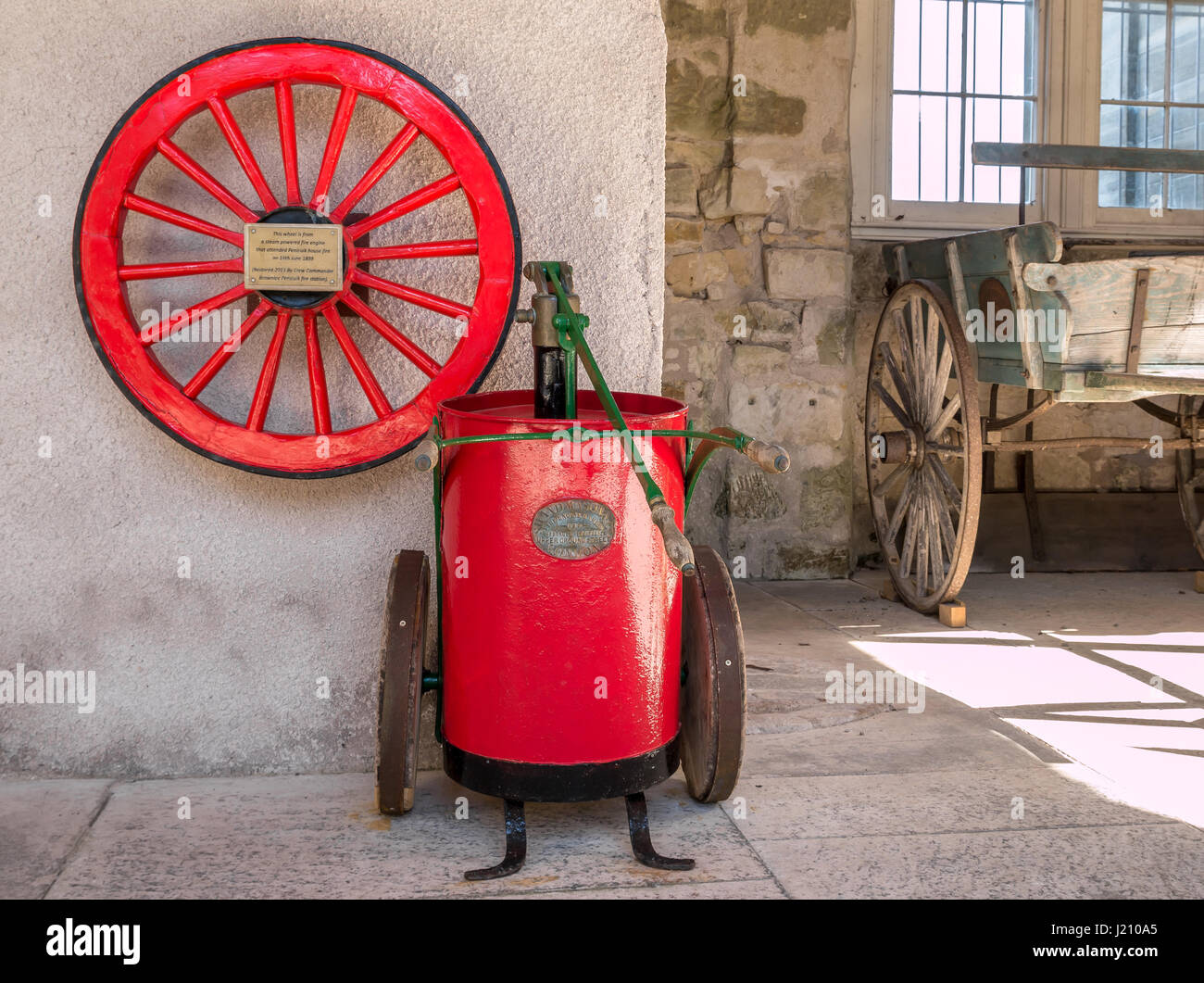 old water pump old steam stockfotos old water pump old steam bilder alamy. Black Bedroom Furniture Sets. Home Design Ideas