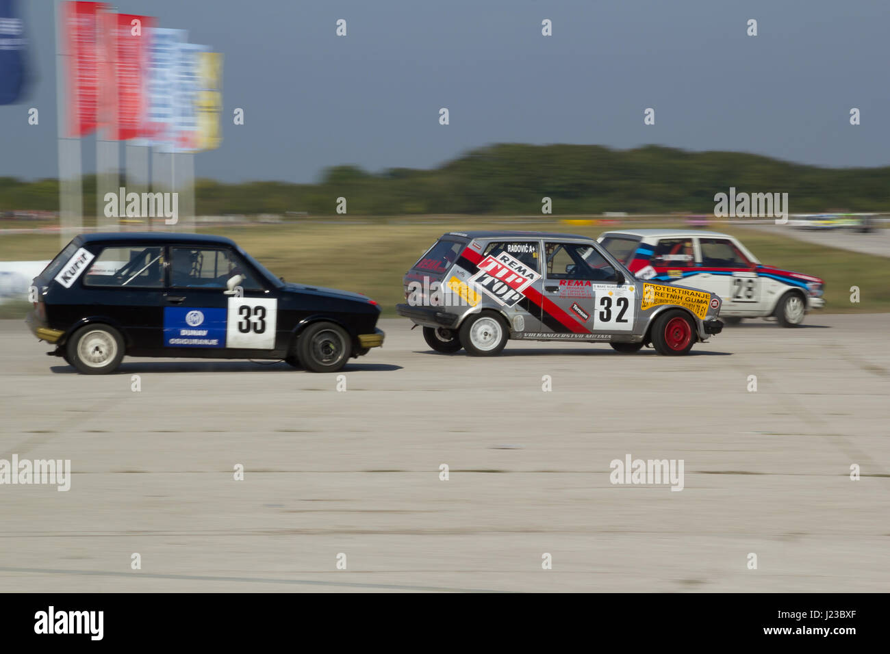 "Belgrad, Serbien, 24. September 2011: Car racing Meisterschaft ""EKO Nagrada 2011"", drei Jugo 55 Autos Stockbild"