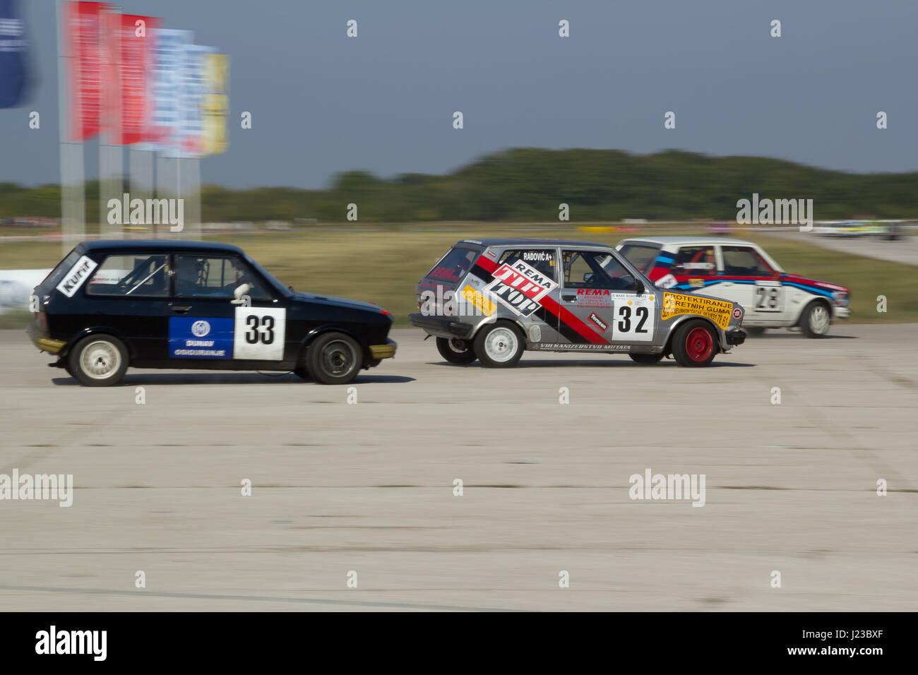 "Belgrad, Serbien, 24. September 2011: Car racing Meisterschaft ""EKO Nagrada 2011"", drei Jugo 55 Autos Stockbild"