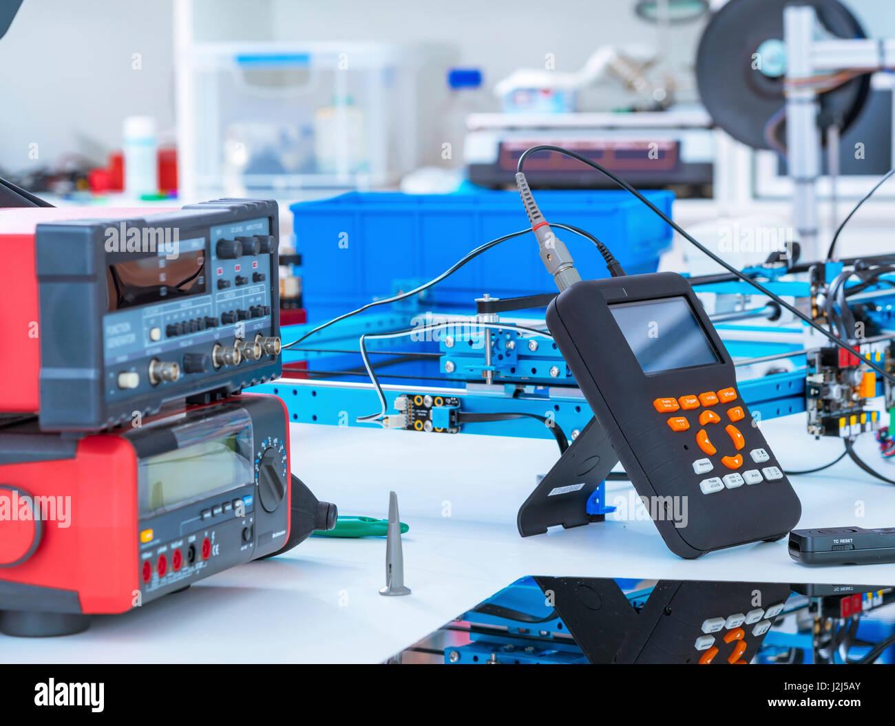 Elektronik-Labor-Geräte und Maschinen. Stockbild