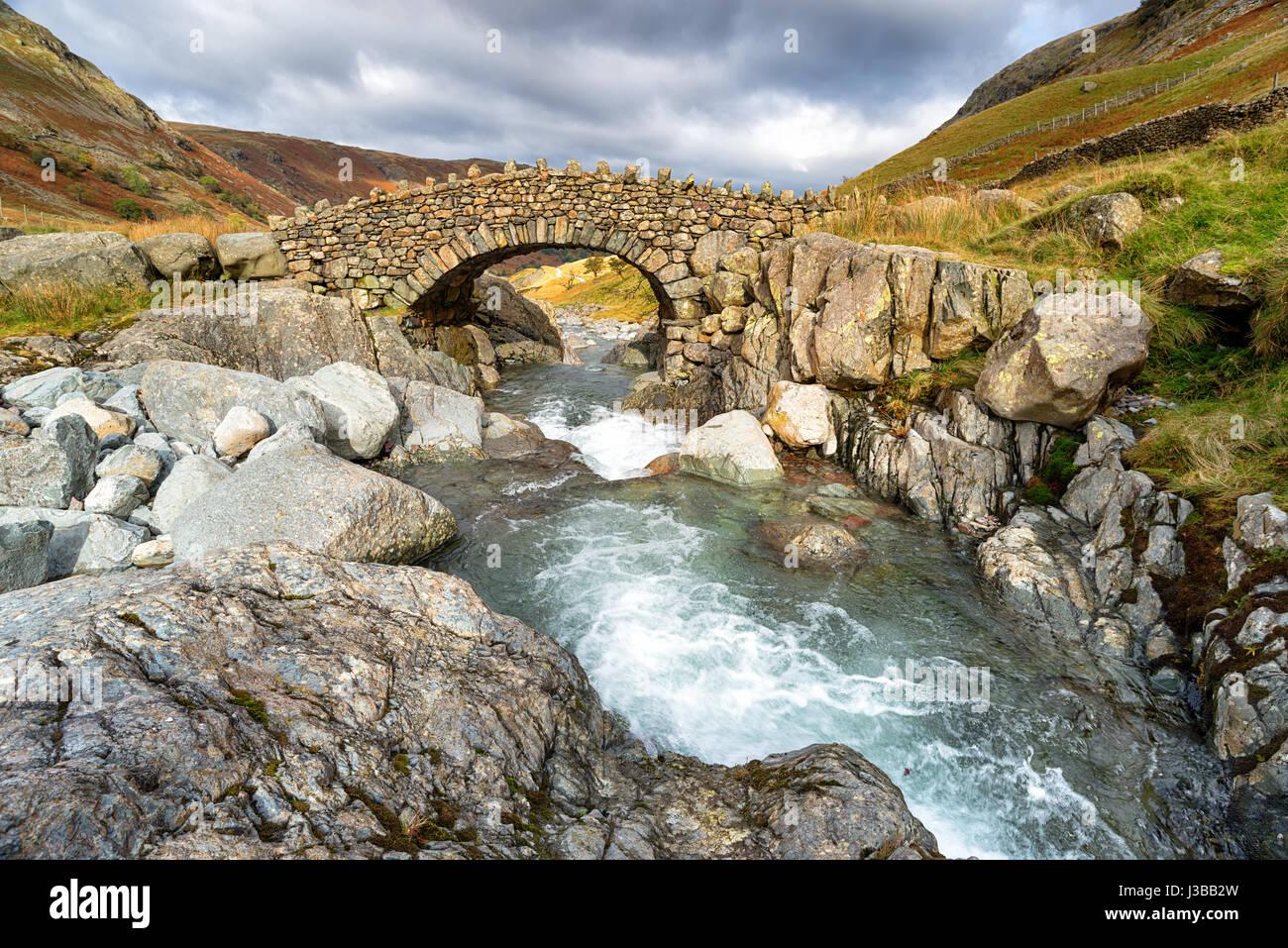 Stockley Brücke in der Nähe von Allerdale im Lake District National Park in Cumbria Stockbild