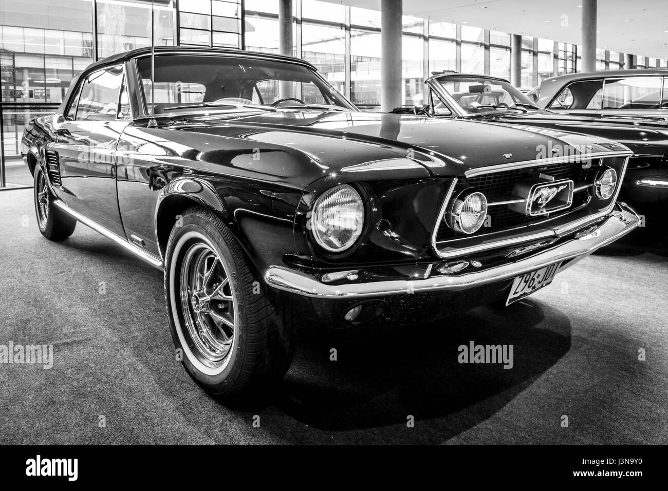 ford mustang first generation stockfotos ford mustang first generation bilder alamy. Black Bedroom Furniture Sets. Home Design Ideas