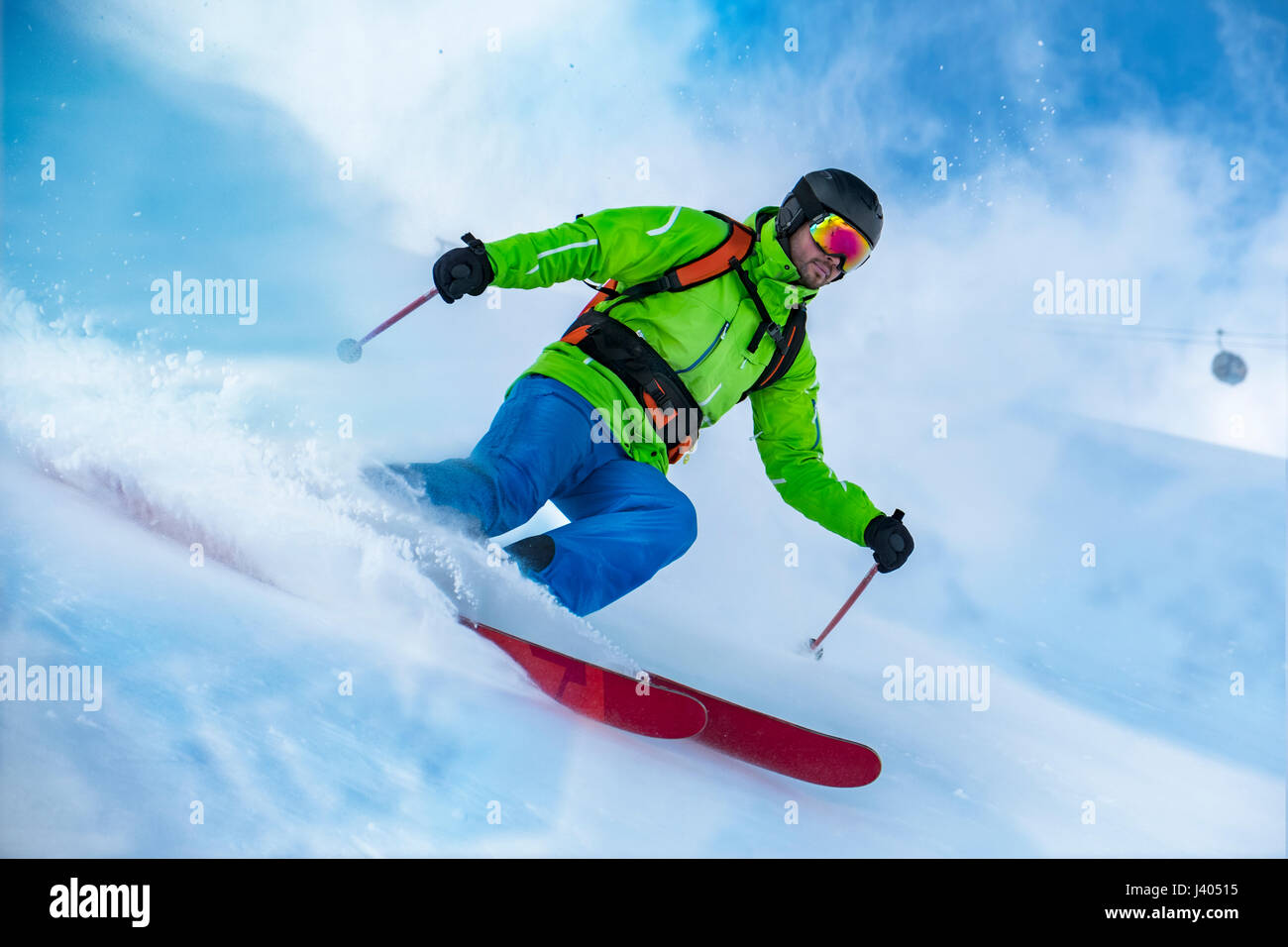 Markante Schuss von bunt bekleidet Freerider Ski Schnee-Welle. Stockbild