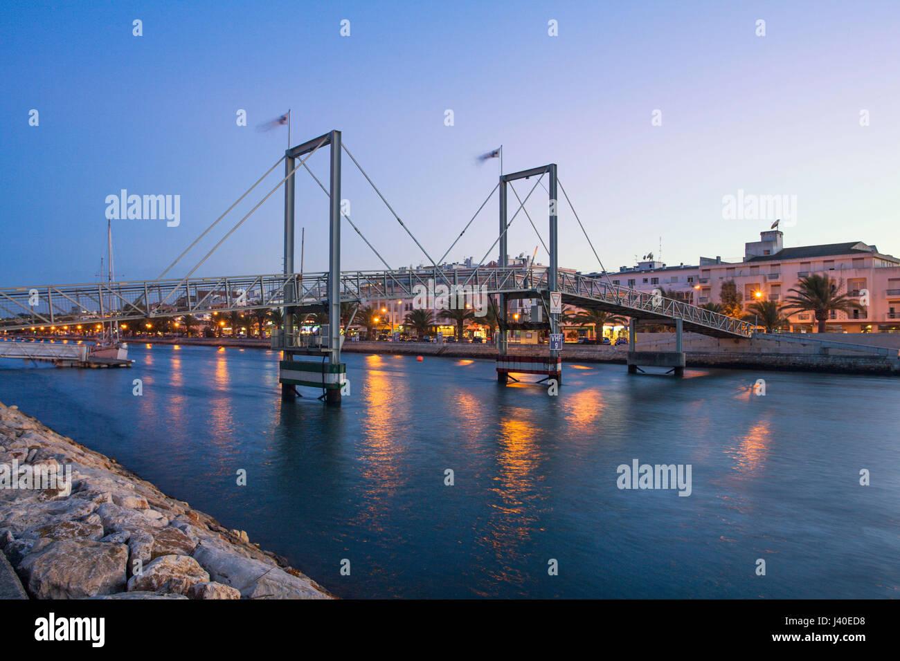 Fußgängerbrücke über den Kanal, Lagos, Algarve, Portugal Stockbild