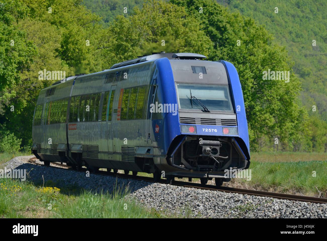 S-Bahn trägt noch die Midi-Pyrenees-Lackierung. Die Region heißt jetzt Occitanie. Frankreich. Stockbild