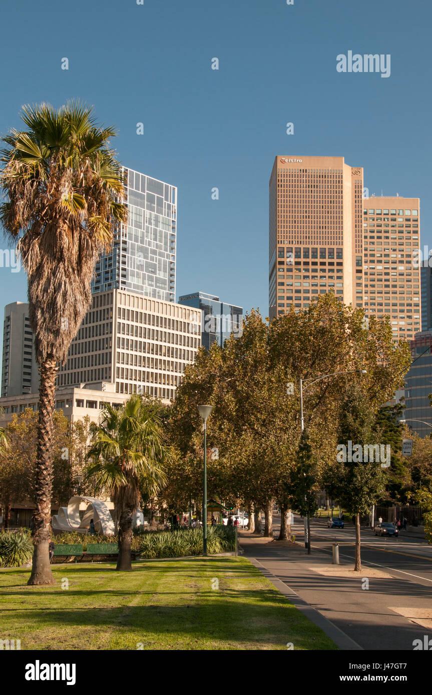 Straßenbild am östlichen Ende der im zentralen Geschäftsviertel Melbourne, Australien Stockbild
