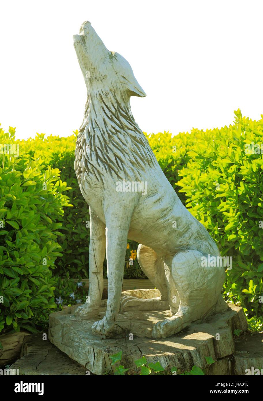 Alten Hunstanton, Denkmal für die legendäre Wolf, der St. Edmund bewacht abgetrennten Kopf. Geschnitzte Stockbild