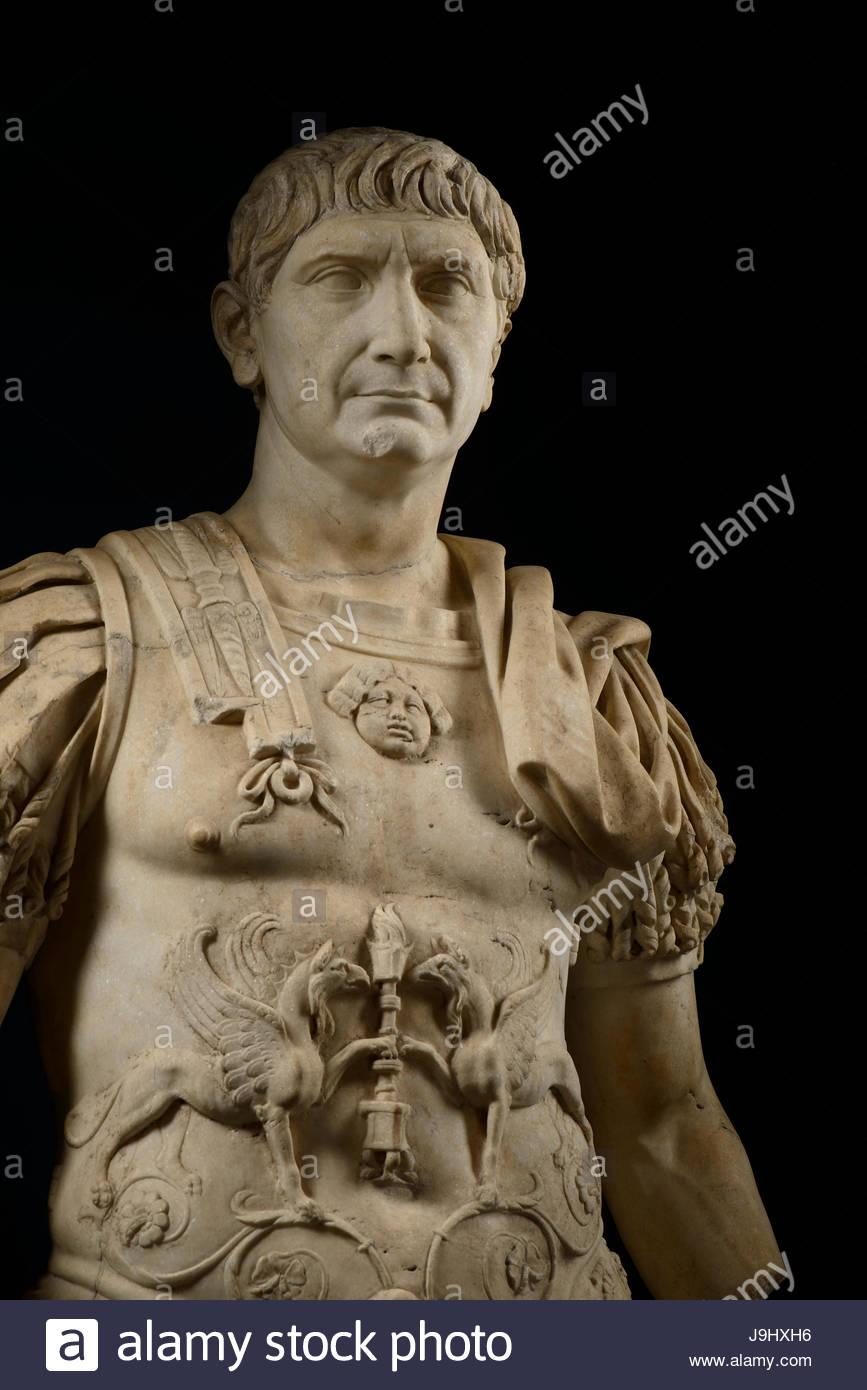 Eine Statue von Trajan, imperiale Schlacht-Kleid von n. Chr. 98 bis 117 regierte. Stockbild