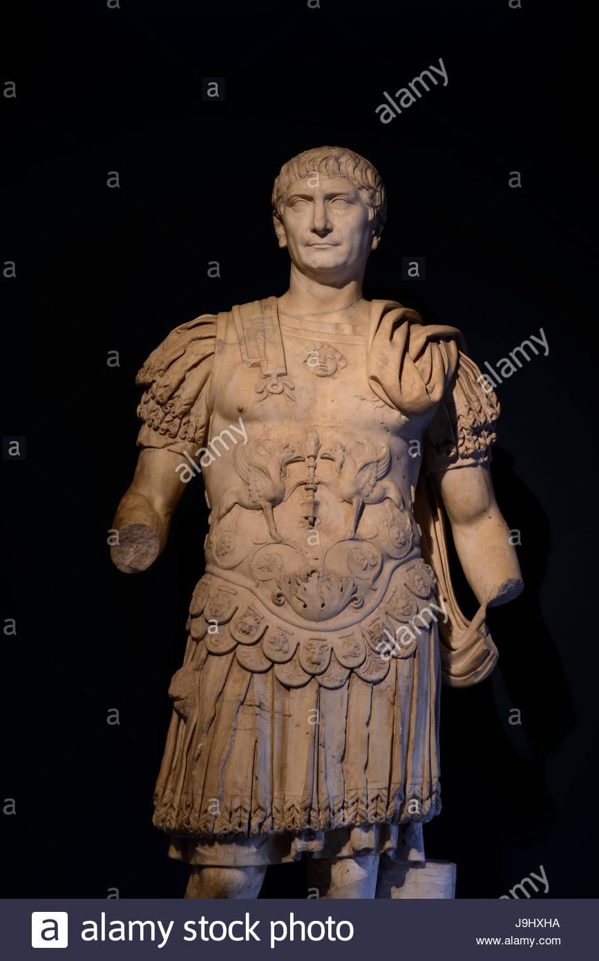 Eine zerbrochene Statue des Trajan, der von n. Chr. 98 bis 117, regierte das römische Reich seine äußersten Stockbild