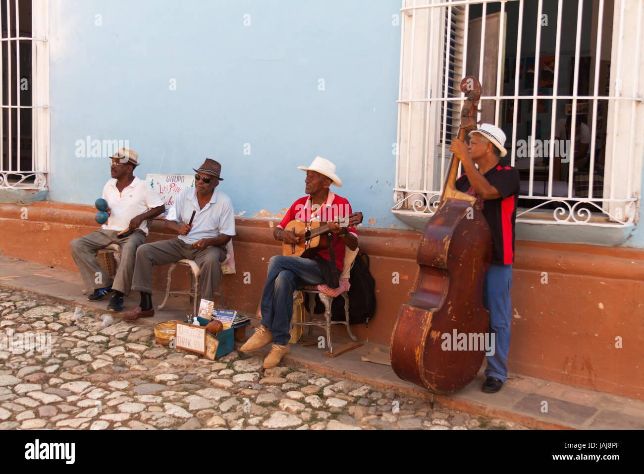 Band spielt auf der Straße. Trinidad, Kuba Stockbild