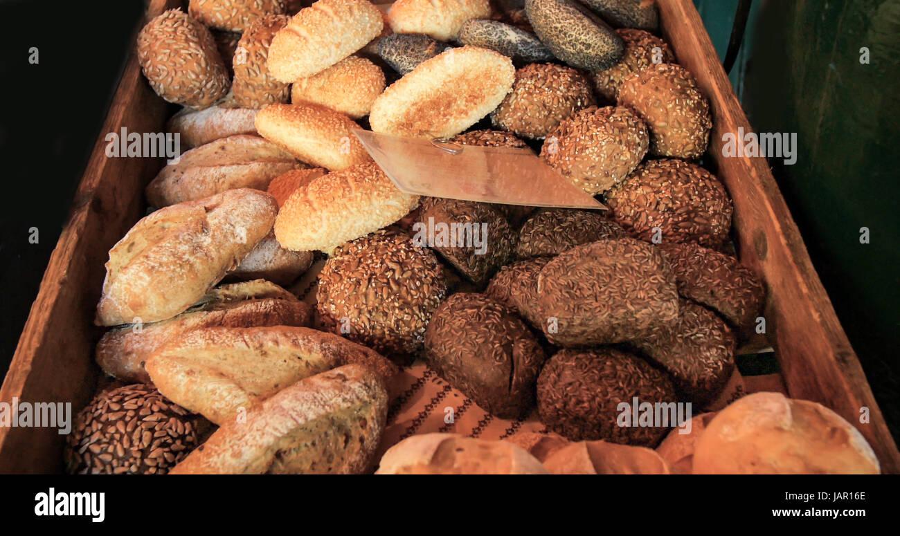 Ansicht von verschiedenen Sorten von Brot auf dem Display an einen Lebensmittelmarkt Stockbild