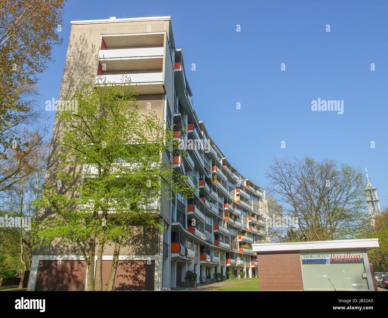BERLIN, Deutschland - 25. April 2010: Das Hansaviertel Interbau ist ...