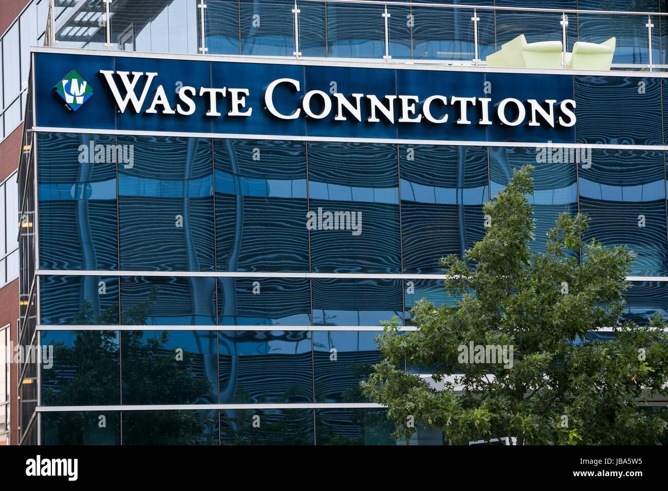 Ein Logo-Zeichen außerhalb einer Einrichtung besetzt durch Abfälle Verbindungen, Inc. in The Woodlands, Stockbild