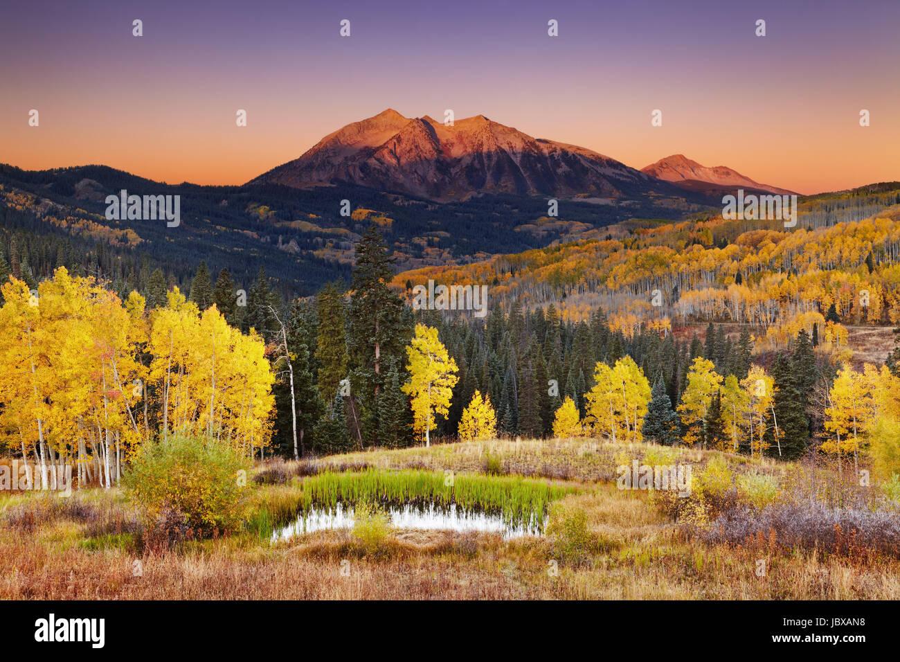 Osten Beckwith Berg bei Sonnenaufgang in der Nähe von Kebler Pass in West Elk Mountains, Colorado, USA Stockbild