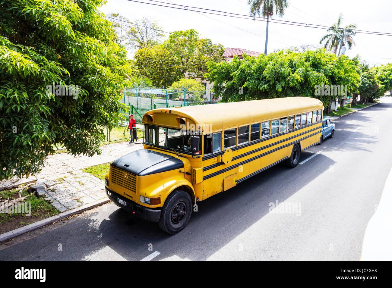kubanische schulbus alten amerikanischen schulbus school. Black Bedroom Furniture Sets. Home Design Ideas