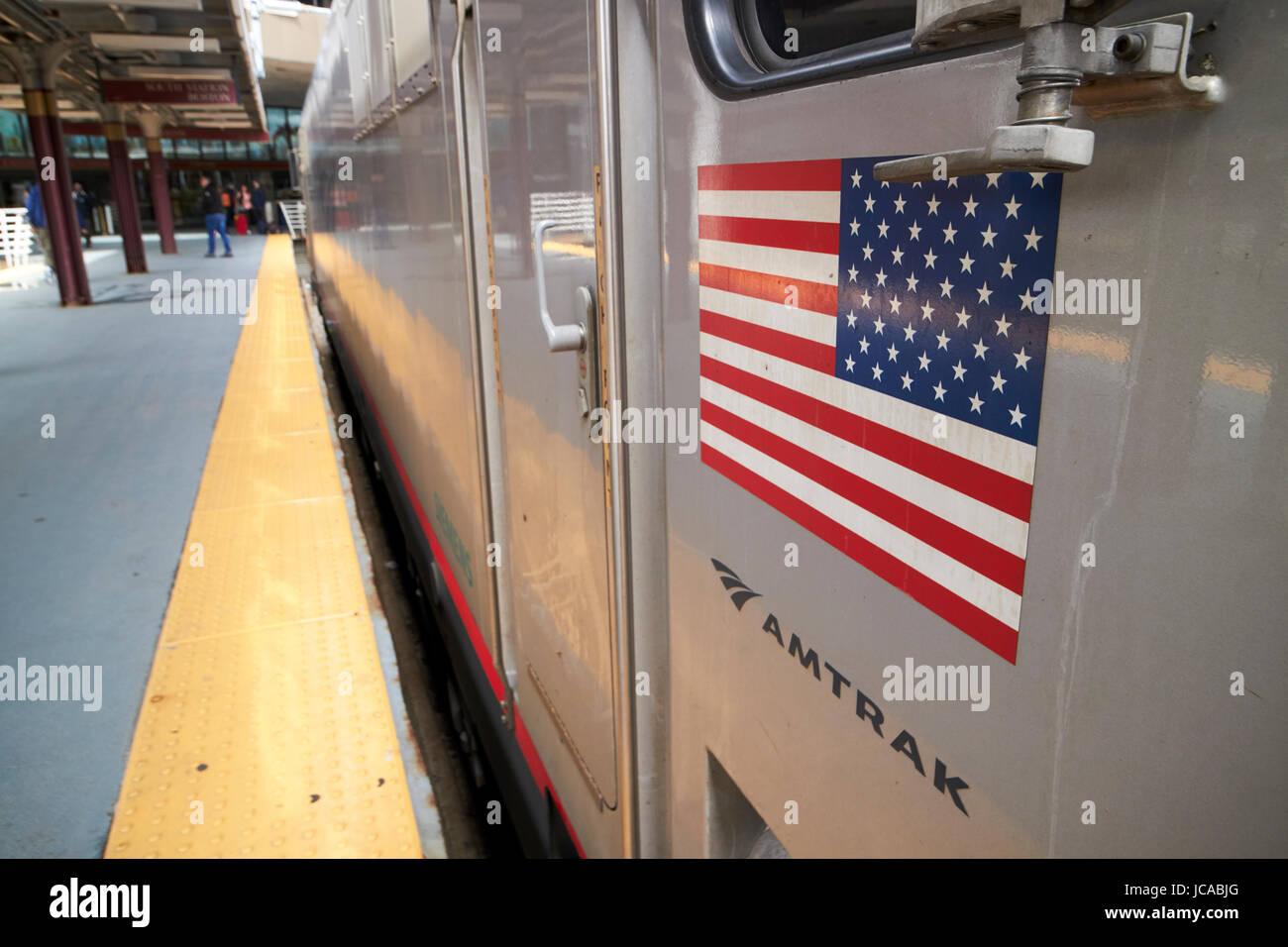amerikanische Flagge auf Amtrak Siemens acs-64 regionale Zug Lok South Street Station Boston USA Stockbild