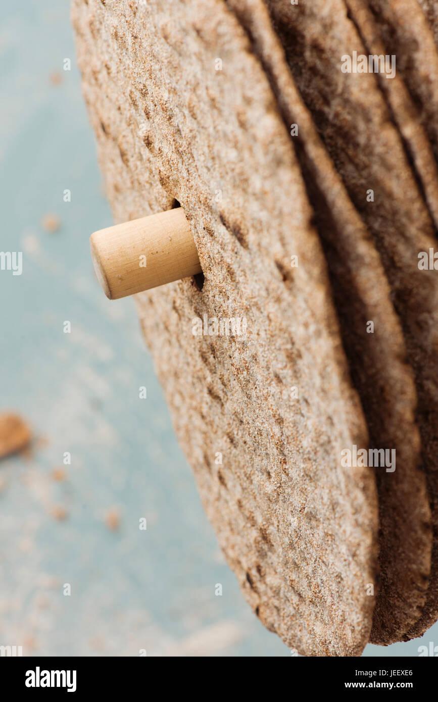 Schwedische aufrunden Knäckebrot in enger. Skandinavische Lebensmittel Detail. Stockbild